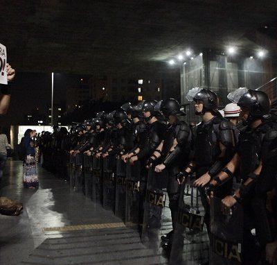 Manifestação interdita parcialmente a avenida Paulista no sentido Consolação.