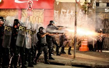 Tropa de choque disparou balas de borracha e bombas de gás e de efeito moral contra população