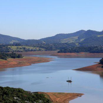 Represa Jaguari, que compõe o Cantareira, evidencia que chuvas não foram suficientes para recuperação/ LUIS MOURA/FOLHAPRESS