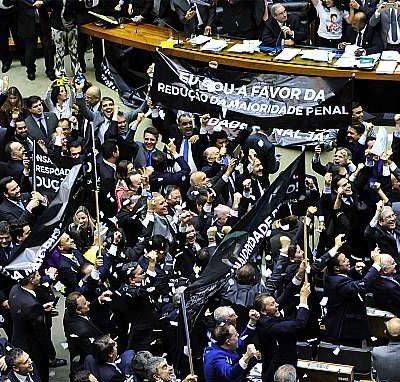 Deputados conservadores comemoram aprovação da redução (Luís Macedo/Câmara dos Deputados)