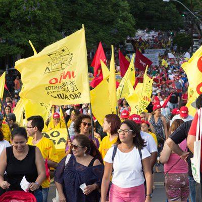 Marcha de abertura do Fórum Social Temático 2016, em Porto Alegre