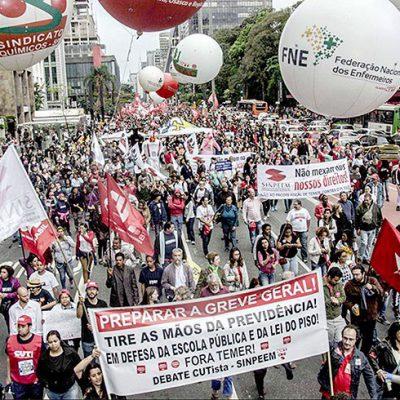 Ato reuniu 30 mil pessoas em frente à sede da Fiesp, em São Paulo (foto: Paulo Pinto/Fotos Públicas)
