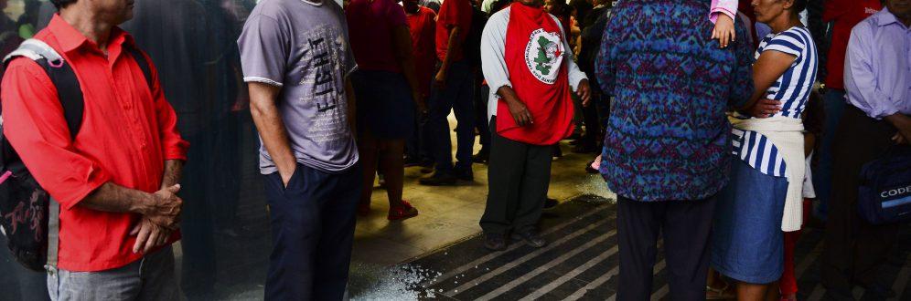 Integrantes do Movimento dos Trabalhadores Sem Terra - MST (Foto: José Cruz/Agência Brasil)