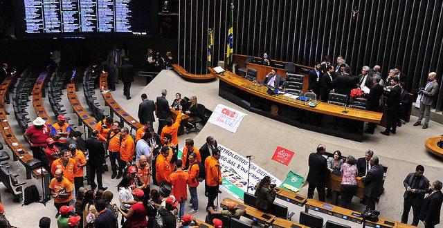 Movimentos ocupam a  Câmara contra PL do pré-sal (Foto: Câmara dos Deputados)
