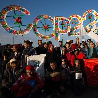 Durante a COP22, pessoas foram às ruas apoiar fontes de energia limpas, como a solar e a eólica. A marcha foi organizada pelo MCoalition for Climate Justice (Foto: Jeremy Sutton-Hibbert/ Greenpeace)