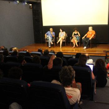Os/as cineastas Joel Zito, Tata Amaral, Eliane Caffé e Sílvio Tendler em debate no FSR (Foto: Nicolau Soares)