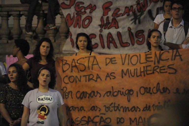 Ato contra a violência direcionada à mulher, no Rio (Foto: Fernando Frazão / Agência Brasill)