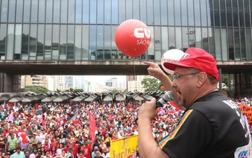 Douglas afirma que o governo Temer trabalha para devolver aos empresários o apoio recebido durante o golpe (Foto: CUT-SP)