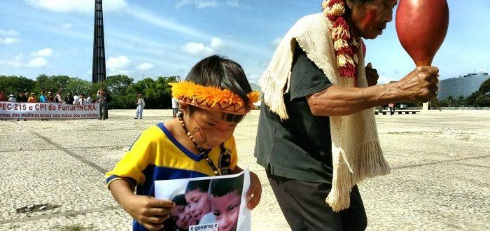 Índios Guarani Kaiowá pedem demarcação de suas terras durante protesto em Brasília (Foto: Victor Pires/ISA)