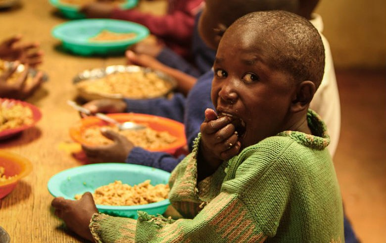 Relatório da Oxfam destaca que 1 em cada 10 pessoas no mundo sobrevive com menos de US$ 2 por dia (Foto: Feed my starving children/flickr/creative commons)