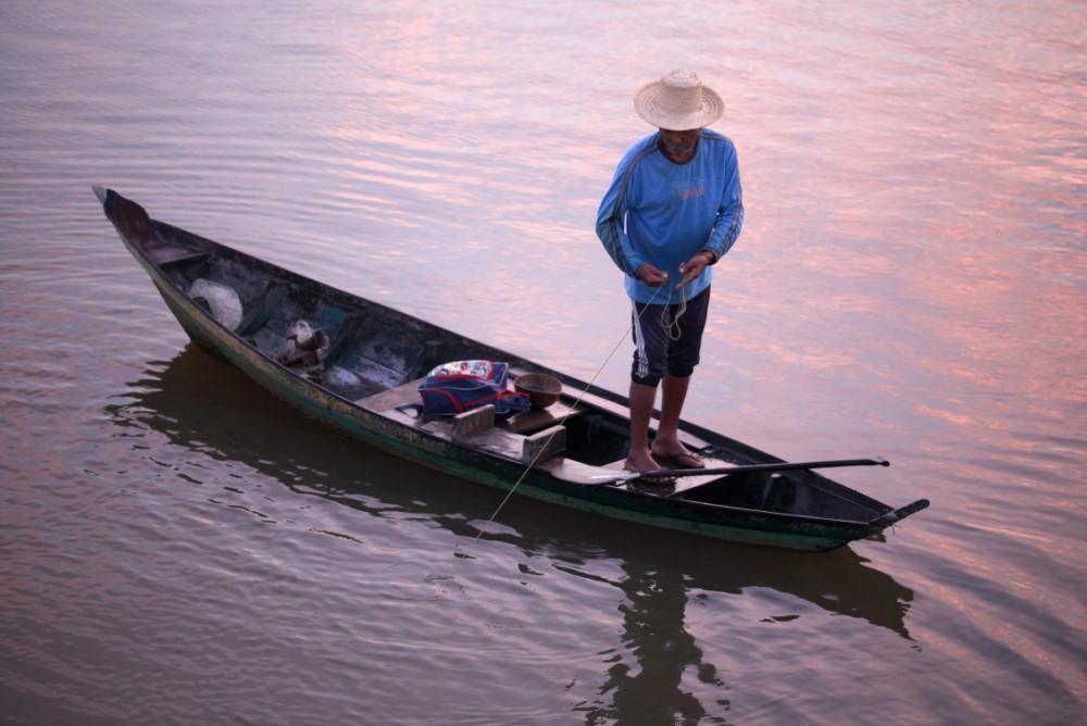 Pescaria ao amanhecer (Foto: Mayangdi Inzaulgarat)