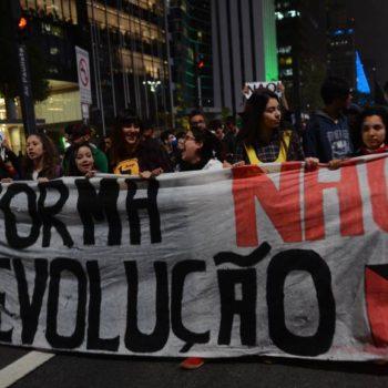 Protesto contra a reforma do Ensino Médio em São Paulo, em setembro de 2016 (Foto: Rovena Rosa/Agência Brasil)