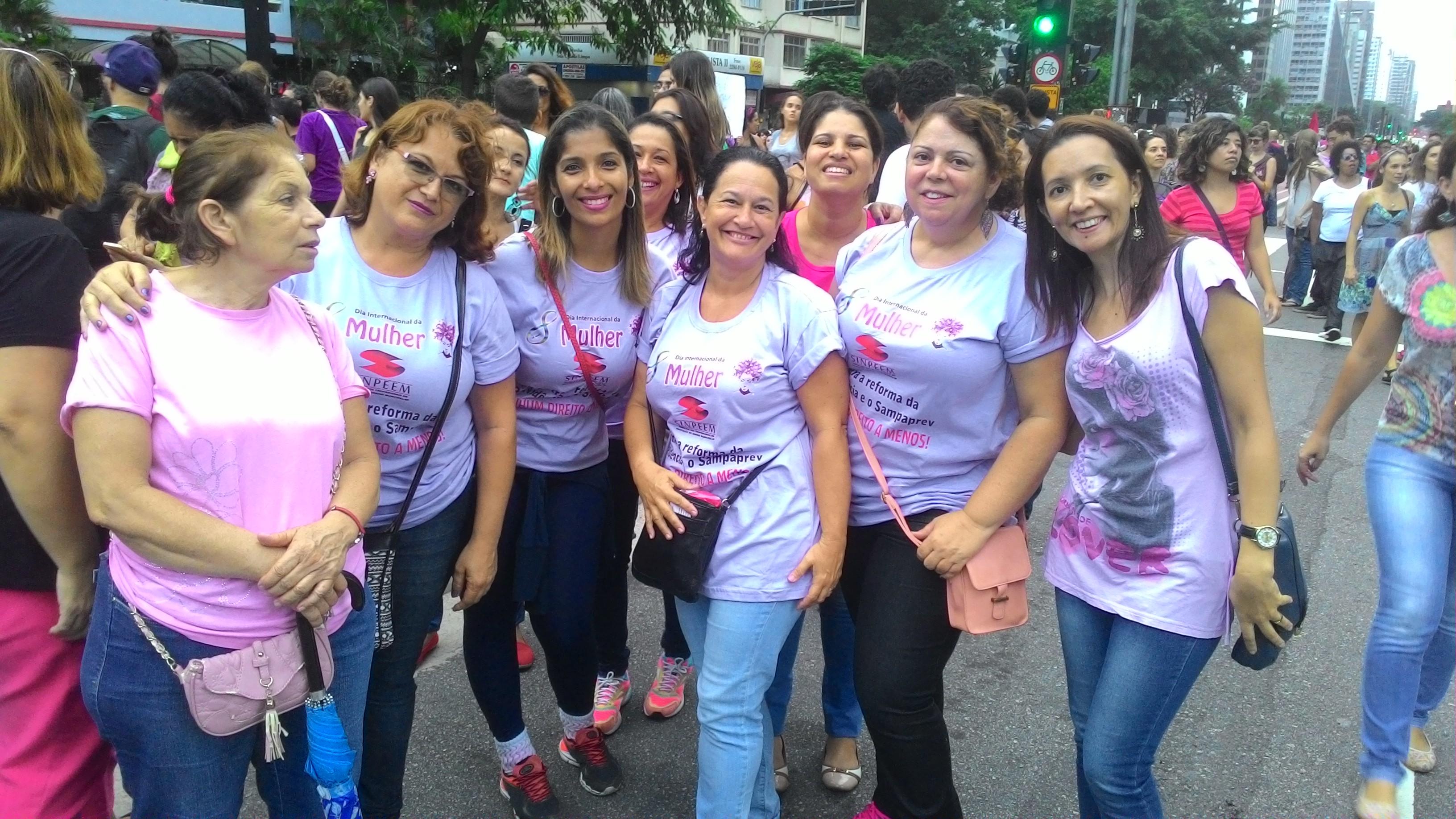 Professoras da rede municipal de ensino em ato na Avenida Paulita (Foto: Kaique Santos)