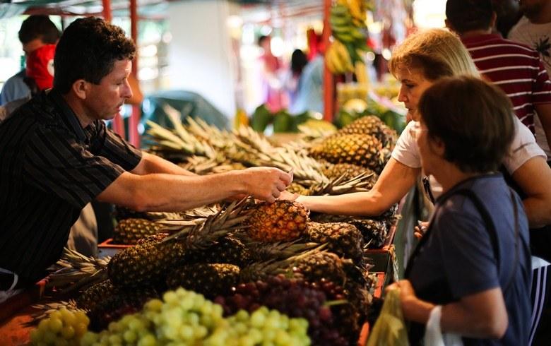 Mais de 280 toneladas de alimentos saudáveis sem agrotóxicos foram oferecidos na Feira (Foto: Joka Madruga/MST)