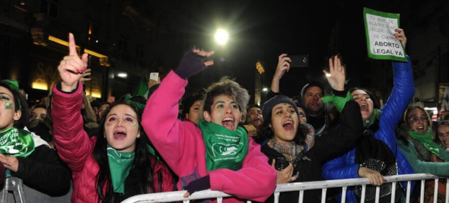 Câmara da Argentina aprova despenalização do aborto até 14ª semana de gestação