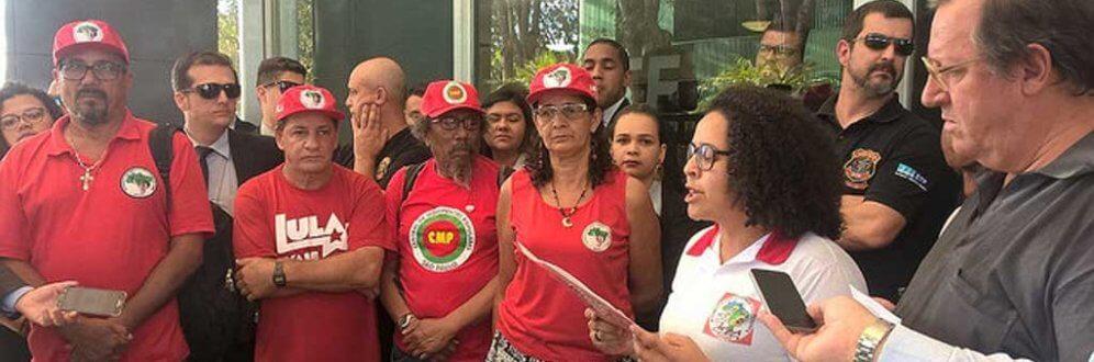 Manifesto dirigido a ministros da Corte é lido por grevistas / Foto: Adilvane Spezia