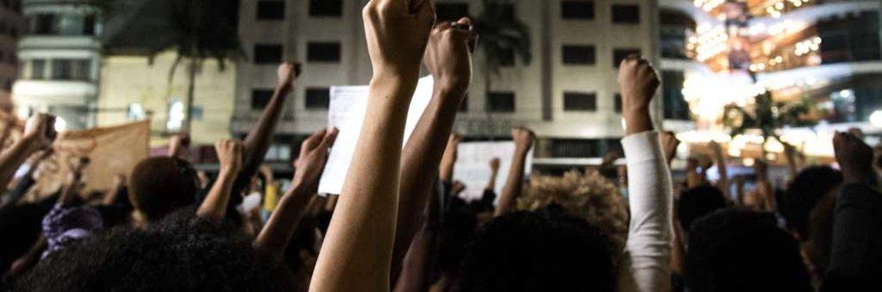 Mulheres contra Bolsonaro: 'Podem tomar nosso grupo, mas não nossos votos'