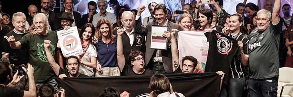 Torcidas organizadas esquecem rivalidade e declaram apoio a Haddad Foto: Agência PT