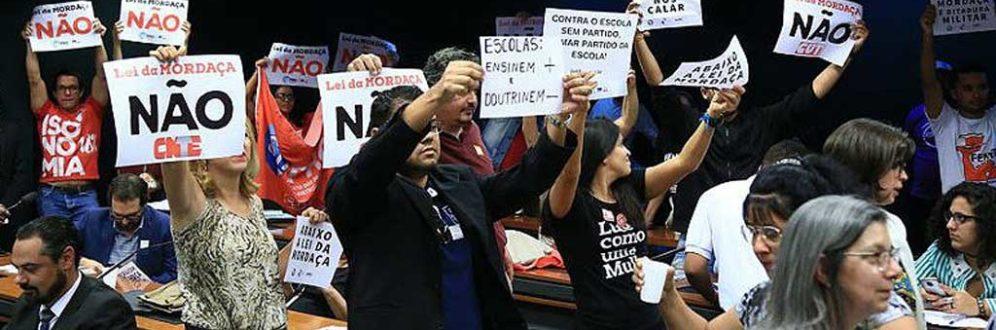Entidades lançam manual de defesa de professores contra censura