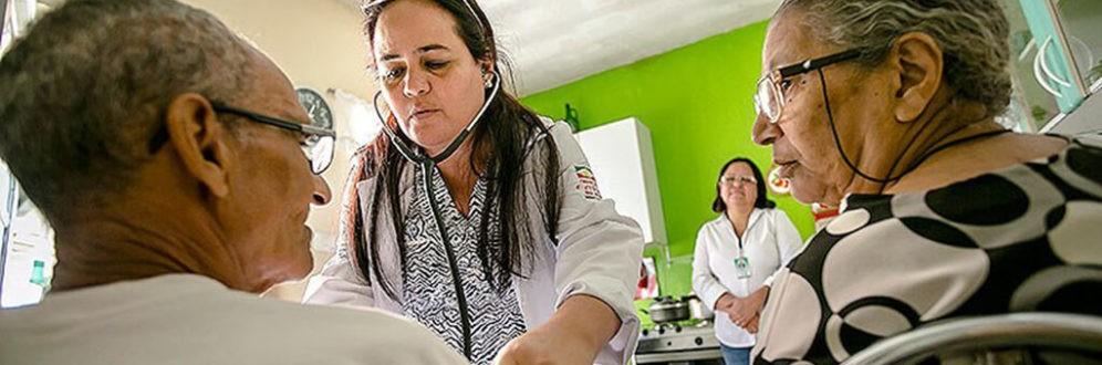 Programa Mais Médicos perderá 8.500 profissionais cubanos após ataques de Bolsonaro