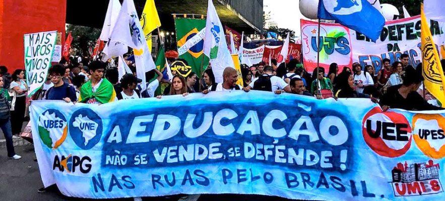 Atos pelo país pedem investimentos em Educação e rejeitam privatizações de Bolsonaro